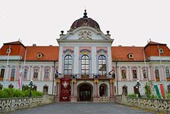 Bus rental opens up new programs - Castle of Godollo, Hungary